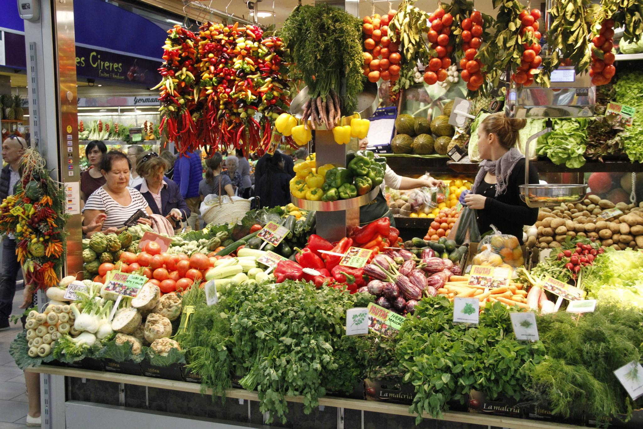 PALMA. MERCADOS. Los productos de otoño han llegado con retraso al mercado.