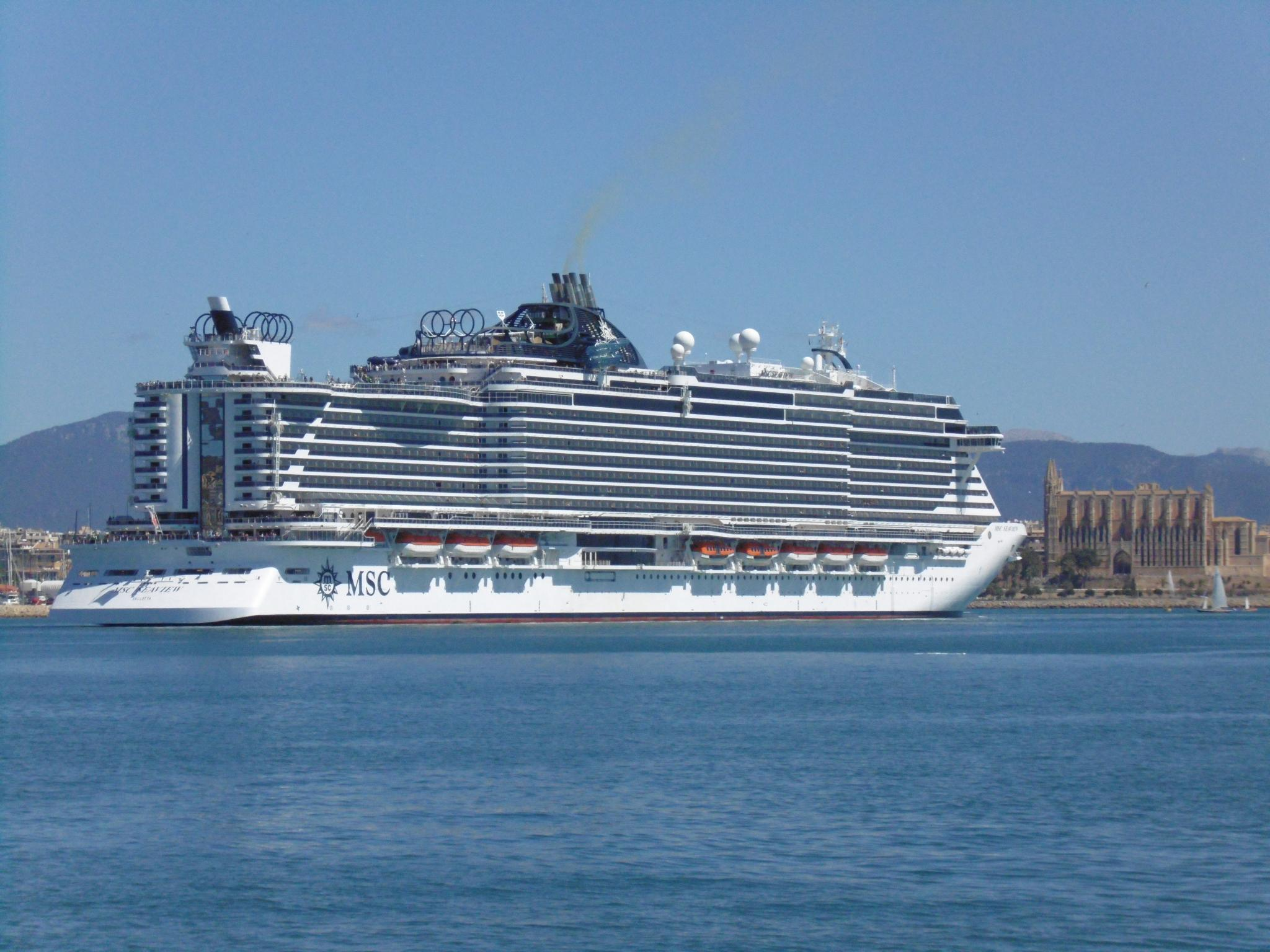 PALMA. CRUCEROS. El crucero 'MSC Seaview' se presenta en Palma.