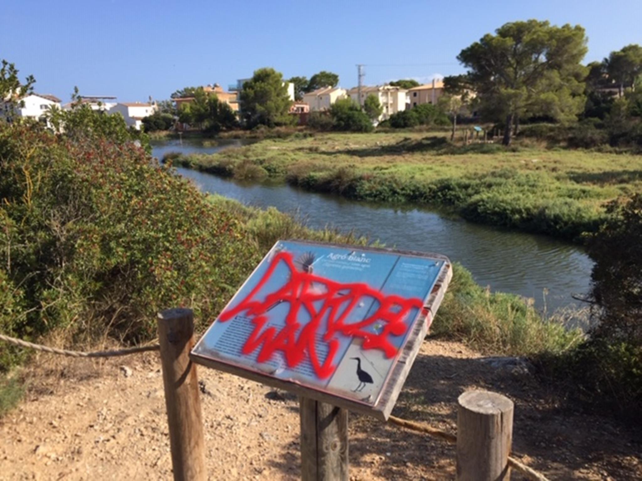 La Gola reabre sus puertas sin contrato y con las huellas del vandalismo estival.