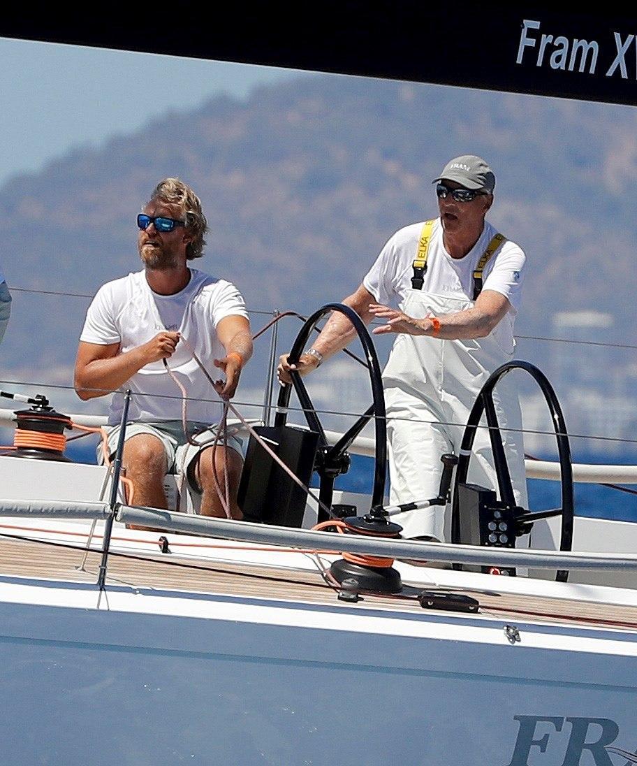 El rey Harald de Noruega sale a navegar en Palma en víspera de la Copa