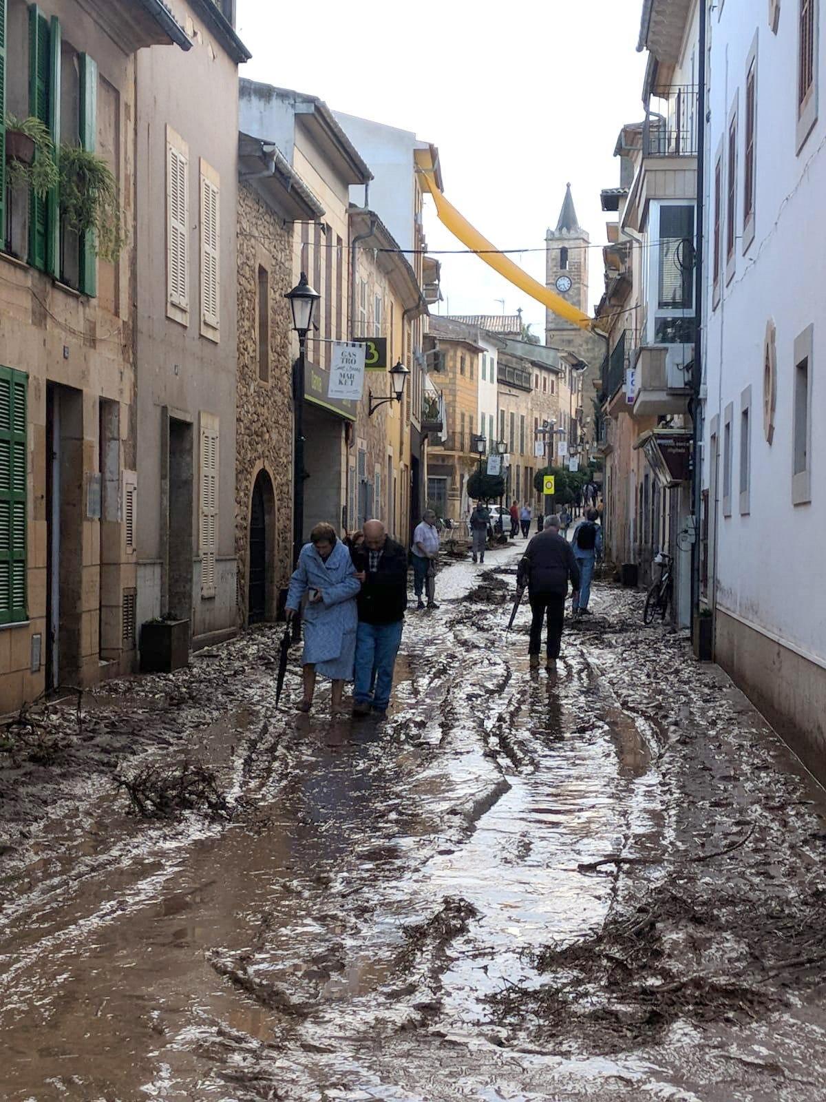 Los servicios de rescate buscan a cinco desaparecidos en Sant Llorenç