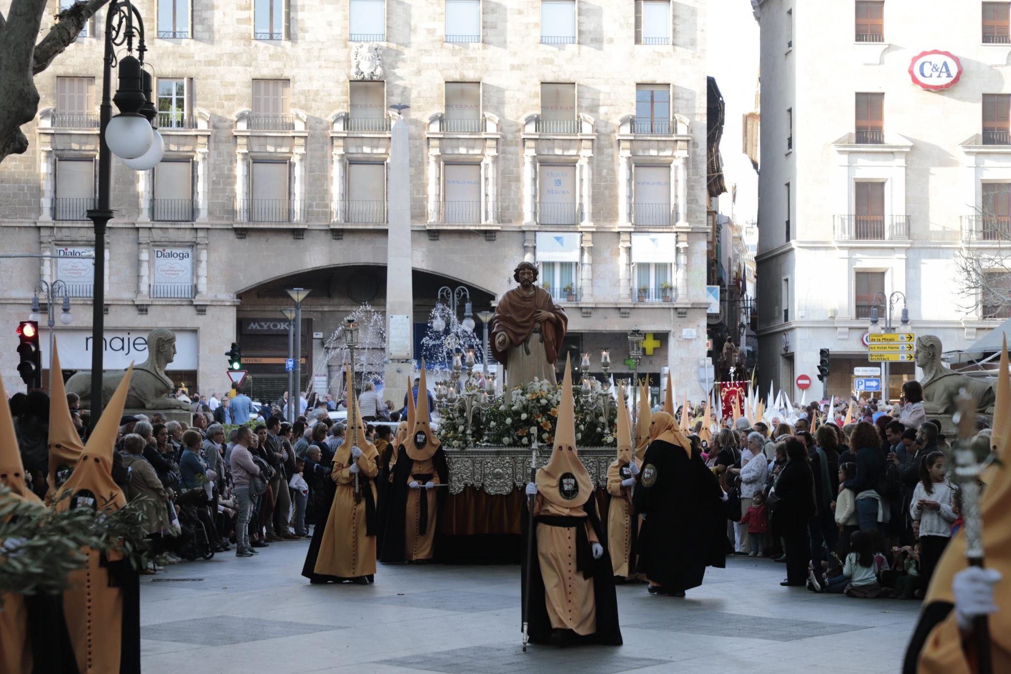 PALMA SEMANA SANTA. Una procesión triunfal por las calles de Palma.