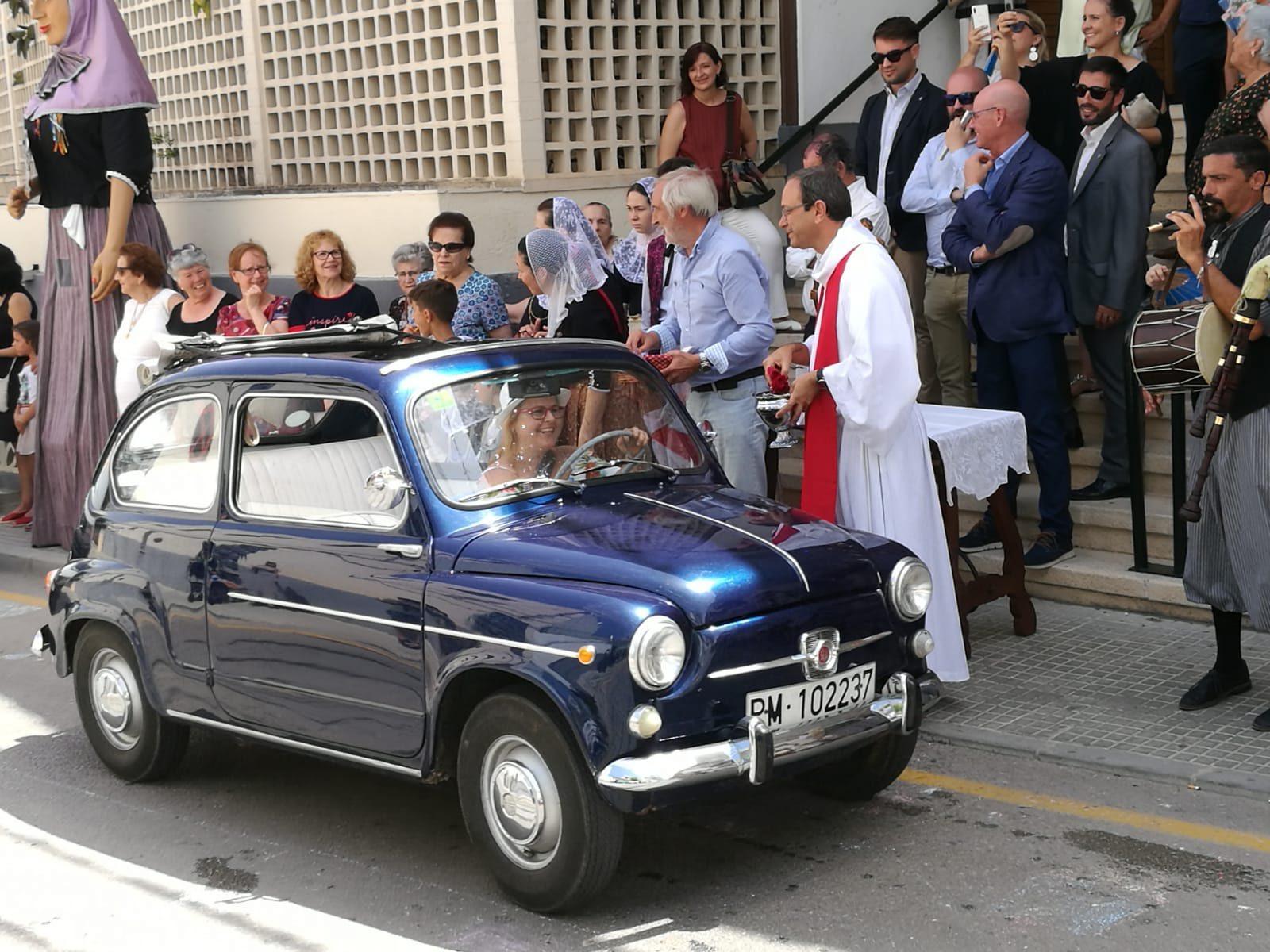 MALLORCA TRADICIONES Los conductores buscan la protección de Sant Cristòfol.