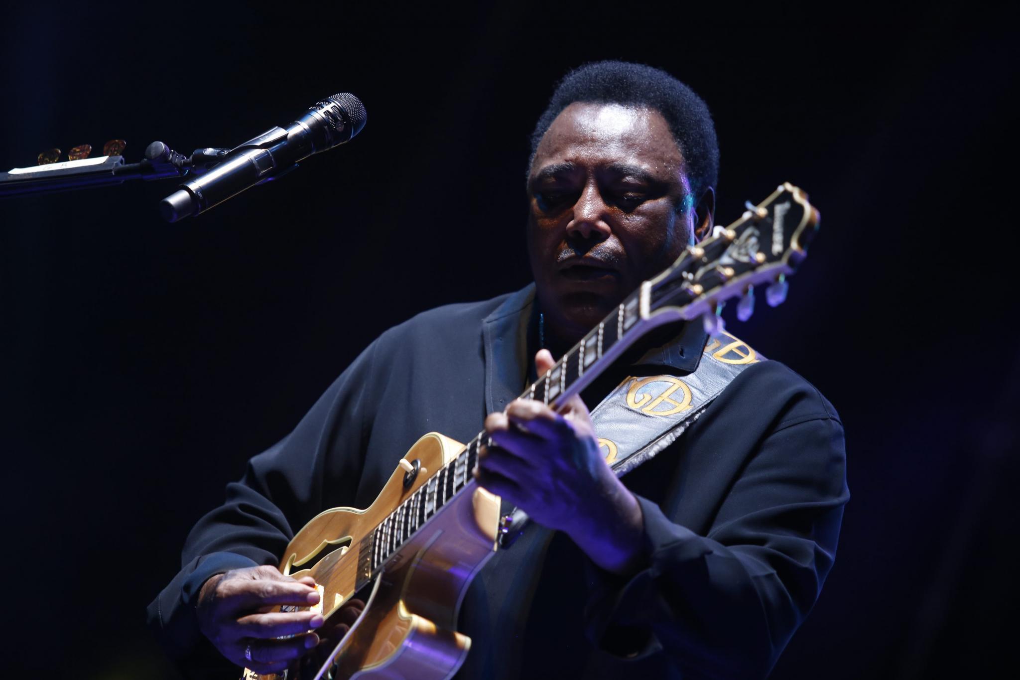 CALVIA MUSICA El guitarrista George Benson recordó anoche con sus grandes éxitos en Port Adriano.