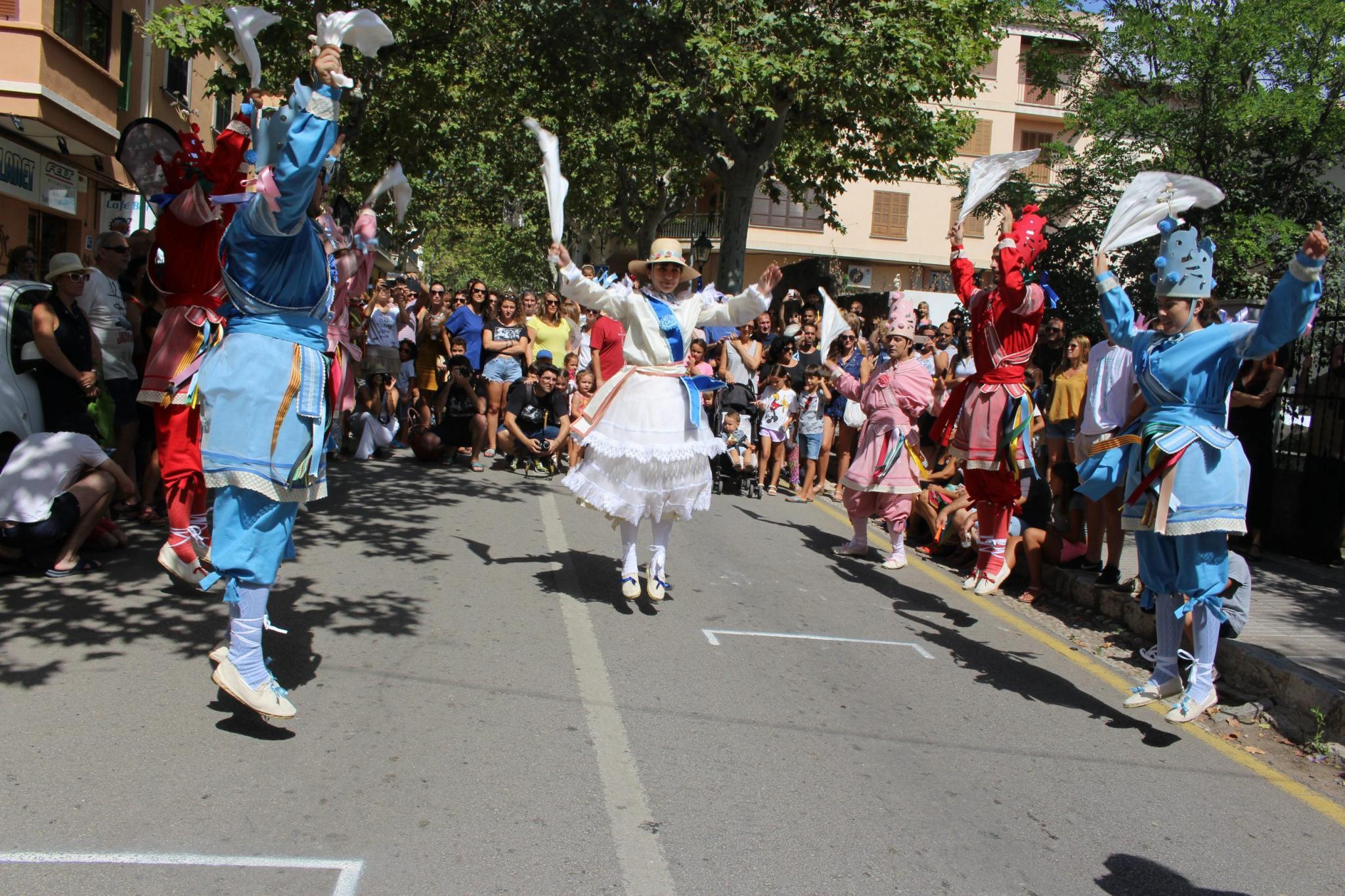FIESTAS POPULARES - Los Cossiers danzan en honor a Sant Roc y cierran los actos de las fiestas
