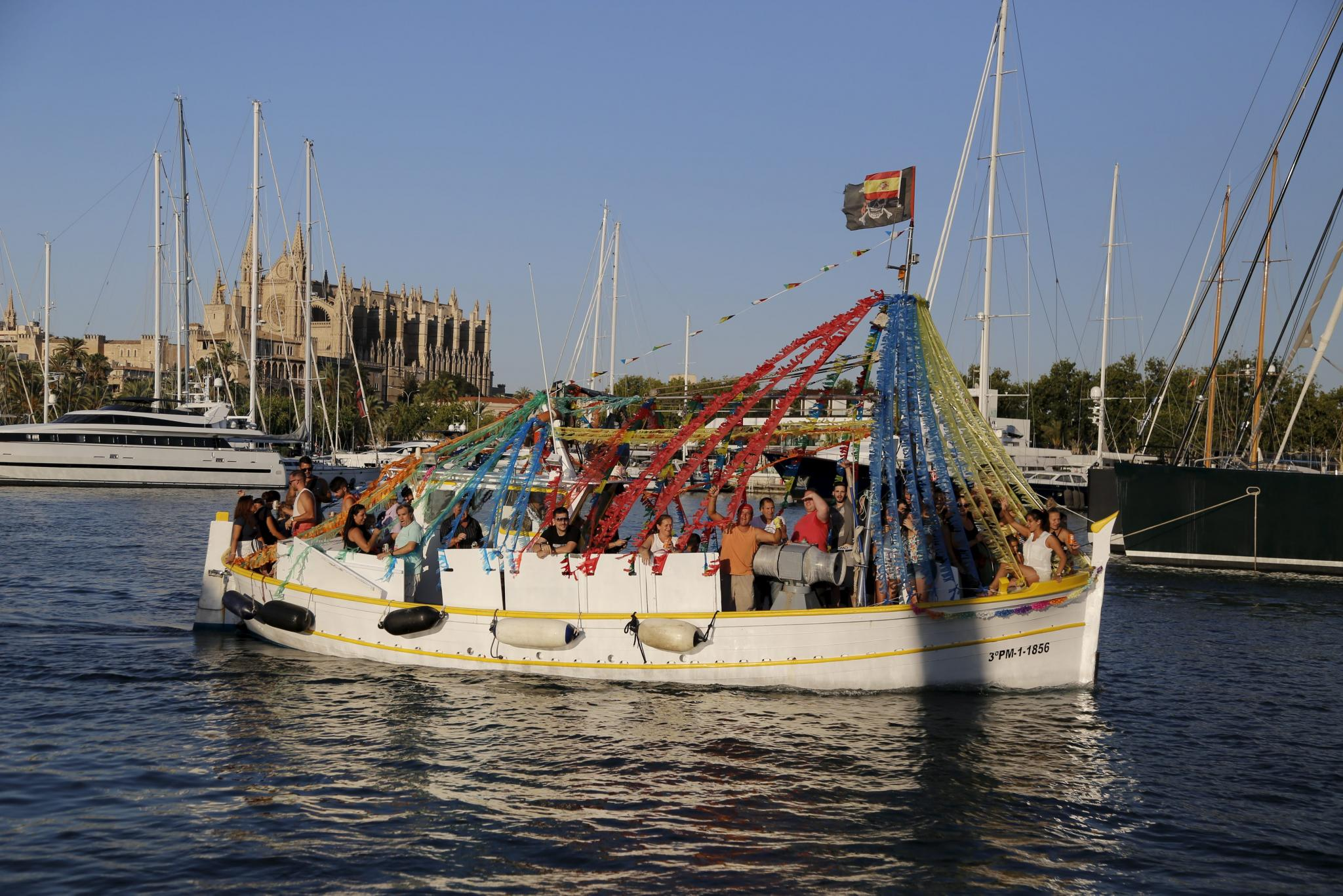 Sant Pere, con la tradicional procesión terrestre y marítima.