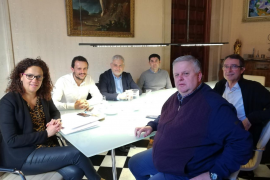 President of the Consell de Mallorca, Minister Iván Sevillano and FBT representatives at a meeting on Friday.